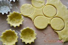 przepis na kruche ciasto na babeczki Polish Desserts, Polish Recipes, Cookie Desserts, Snack Recipes, Dessert Recipes, Cooking Recipes, Snacks, Cake Cookies, Sugar Cookies