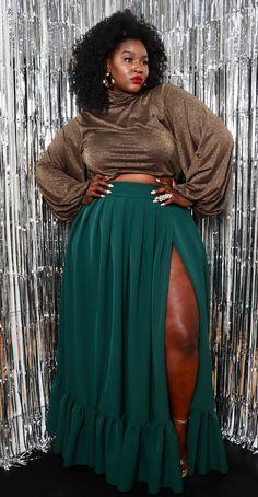 Nov 2019 - Jada Pleated Maxi Skirt — Christian Omeshun Thick Girl Fashion, Plus Size Fashion For Women, Curvy Women Fashion, Look Fashion, Plus Fashion, Fashion Black, Petite Fashion, French Fashion, Fall Fashion
