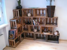 old wine boxes Wood Crate Shelves, Crate Bookshelf, Wood Crates, Crate Furniture, Furniture Decor, Diy Bedroom Decor, Diy Home Decor, Country Shelves, Modern Farmhouse Decor