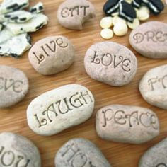 Serenity Stones made from clay?  Put them in the garden. Edible Crafts, Food Crafts, Edible Art, Kids Crafts, Cookies And Cream Fudge, Edible Cookies, Modeling Chocolate, Chocolate Rocks, White Chocolate