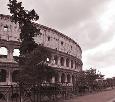 Il Colosseo, Roma, photographed by www.gillyfish.com Beautiful Images, Rome, Louvre, City, Travel, Voyage, Viajes, Rum, Traveling
