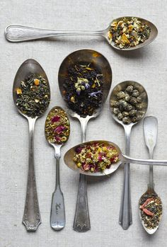 Flowered teas and tisane. Tee Kunst, Los Angeles Food, Cuppa Tea, Flower Tea, Tea Art, My Cup Of Tea, Loose Leaf Tea, High Tea, Drinking Tea