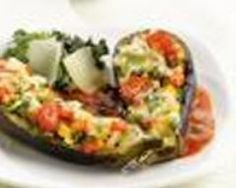Aubergines cuites au four, farcies de légumes grillés et gratinées de Comté (facile, rapide) - Une recette CuisineAZ