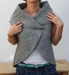 Come fare un gilet in lana cotta, semplicissimo da di grande effetto: si tratta semplicemente di un cerchio con due fessure per le braccia. L'autrice è Kasia di Urbanska-iloves...