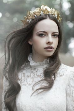 VIKTORIA NOVAK: 'The Evocative Prequel' Bridal Couture Headpiece 2016 Collection You will find different rumors about the annals of the … Bridal Tiara, Bridal Headpieces, Unique Wedding Hairstyles, Royal Dresses, Cute Halloween Costumes, Bridal Hair Accessories, Couture Collection, Wedding Styles, Marie