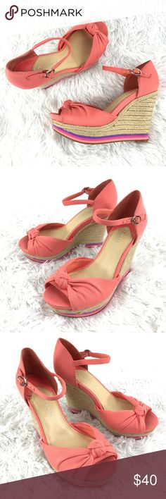 Gianni Bini pink platform peeptoe wedge sandals 7 Gianni Bini Women's Shoes Sz 7 M Pink Platform Peeptoe Wedge Sandals Ankle Strap  Size: 7M Color: Pink  In good preowned condition with no known flaws and light overall wear with minor scuffs or marks see all images. Gianni Bini Shoes Sandals