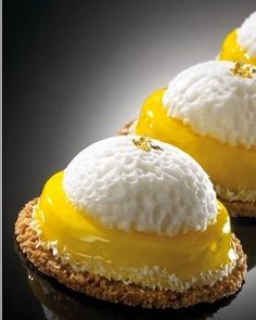 Wonderful #technic from @chefjlandrieu with his yuzu tart and marshmallow like a…