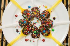 How to Make Sprinkled Chocolate Party Spoons: 9 Steps