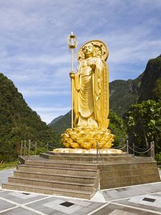 "Ti Tsang ""Earth Store"" (Ksitigarbha) Statue, at Hsiang-te Temple, in the Taroko Gorge"