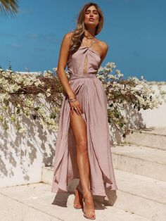 the maxi dress is backless and slit.nthe maxi dress has just one color, pure white.nthe maxi dress features tie waist and off the shoulders.nthe maxi dress can make you more fashionable,sexy and beautiful. Vacation Dresses, Beach Dresses, Sexy Dresses, Beach Outfits, Dresses 2016, Outfit Beach, Outfits 2016, Dress Beach, Hippie Dresses
