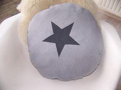 Coussin rond en lin gris avec étoile anthracite : Textiles et tapis par love-at-home