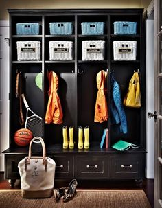 Traci Zeller Designs: Awesome mudroom with glossy black open lockers, white & blue wicker baskets and sisal rug. Küchen Design, House Design, Interior Design, Design Styles, Design Trends, Modern Interior, Entry Way Design, Transitional Decor, Transitional Kitchen