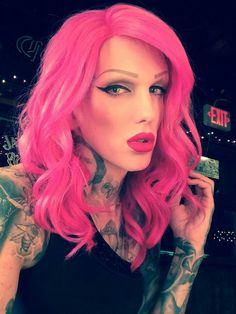 The one and only Jeffree Star. Love Makeup, Makeup Looks, Hair Makeup, Jeffree Star, Lady Gaga, Beauty Killer, Pretty Men, Pink Hair, Dyed Hair