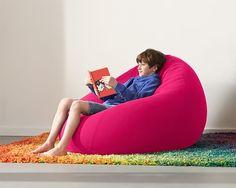 【F】椅子の造形。今流行りの人をダメにしてしまうやつ。一度座ってみたがもう動きたくなくなる。