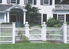 8 Ridiculous Tips and Tricks: Small Fence Pallet Wood iron fence interior.Front Yard Fence Corner Lot easy fence for dogs. Front Yard Fence, Fence Gate, Dog Fence, Fence Landscaping, Backyard Fences, Garden Fences, White Picket Fence, Picket Fences, White Fence