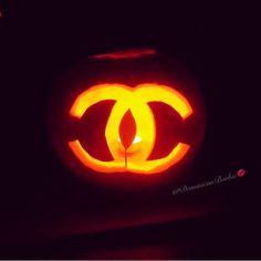 Halloween Chanel pumpkin Little Things, Pretty Little, Pumpkin Carving, Chanel, Halloween, Pumpkin Carvings, Spooky Halloween