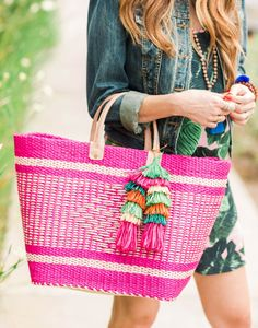 - Description - Artisan Tote your towels, sunglasses, and sunscreen in this spacious beach bag. The beautiful designed bag is constructed by an inner shell that is woven from a natural sea grass like