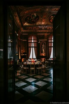 D Casa – Luis Vuitton Venezia 2013 – Federico Cedrone - Photographer l click on photo to view ceiling!!!