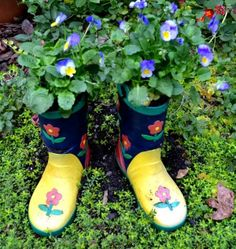 Don't give your old rainboots the boot. Take the next step (so to speak), and plant them with pansies for fall or spring-- a great idea from Lucy Mercer (@Lucy Kemp Mercer).