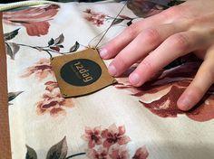 #12dag #tantefrieda #derberstoff #regional #bio #vegan #blumen #flower #altweiberstoff #oldladyfabric #fabric #natural #veganesleder #nähstube #handarbeit