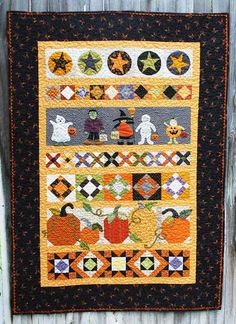 NO LINK, photo only: Halloween row quilt Halloween Quilts, Halloween Quilt Patterns, House Quilt Patterns, Halloween Sewing, Fall Sewing, Halloween Projects, Halloween Ideas, Applique Quilts, Applique Patterns
