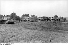 From left to right: * Pz.Kpfw. III Ausf. The (not at all sure what type) * Pz.Kpfw. IV Ausf. H (G or late) * Pz.Kpfw. V Panther Ausf. A * Pz.Kpfw. VI Tiger Ausf. E * 7.5 cm Stu.G. III Ausf. G * Pz.Kpfw. IV Ausf. H This photograph taken in 1944 illustrates the heterogeneity of the disastrous German armored fleet: there are no fewer than six different models of the heavy tank means through the self-propelled assault gun. #worldwar2 #tanks