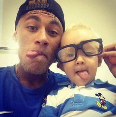 neymar jr and Davi Lucca OMG soooo Cute❤♡ Neymar Jr, Fc Barcelona, Football Brazil, Daddy And Son, Dad Son, Husband, Good Soccer Players, Soccer Stars, Best Player