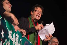 """Pakistan's cricketer-turned-politician Imran Khan announces that he will celebrate the upcoming Muslim holiday of Eid al-Adha, or """"Feast of Sacrifice,"""" outside a parliament building, in Islamabad, Pakistan. ■ Photo: B. K. Bangash (AP)"""
