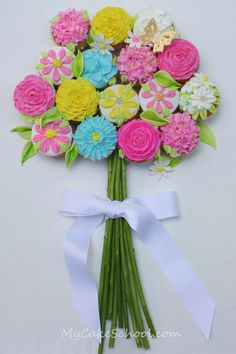 """Cupcake Bouquet..."" This is such a pretty idea for any Spring or Holiday party.! Flower Cupcake Cake, Cupcake Ideas, Cupcake Decorations, Cupcake Art, Cupcake Flower Bouquets, Flower Boquet, Cupcake Display, Cupcake Recipes, Cupcake Cookies"