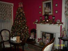 Front parlor at Gregg-Hamilton, Christmas 2008.