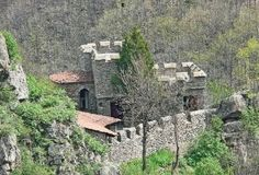 The Urvich Fortress is where the forces of the already feudally partitioned Second Bulgarian Empire repulsed the invading Ottoman Turks in 1371 AD postponing the Ottoman conquest of Sredets (Sofia) by nearly 15 years. Photo: Urvich.com