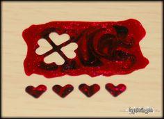 esmalte de uñas se secó durante la noche en una bolsa ziploc y marcó con un golpeador de artesanía. lugar en las uñas y pintura sobre ella con una calcomanía claro e instantáneo!