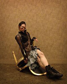 http://th02.deviantart.net/fs71/PRE/i/2010/342/7/e/steampunk_fashion_shoot_vi_by_dandiggler-d34gut5.jpg