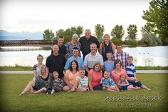 Large family posing - Photography Ideas Extended family posing