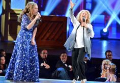 Photo: Jessie Mueller & Carole King perform at the 2014 Tony Awards