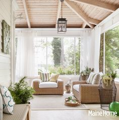 Sunroom, open/airy.