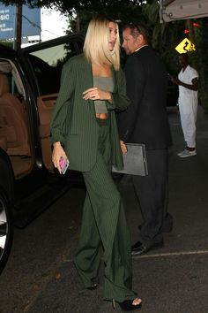 Green suit and heels Fashion Killa, Look Fashion, Fashion Beauty, Autumn Fashion, Fashion Outfits, Fashion Tips, Street Fashion, Mode Chic, Mode Style