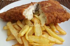 Wiener Schnitzel stuffed with cheese Pork Recipes, Cooking Recipes, Chicken Pork Recipe, Wiener Schnitzel, Meat Lovers, White Meat, Recipes From Heaven, Mediterranean Recipes, Entrees