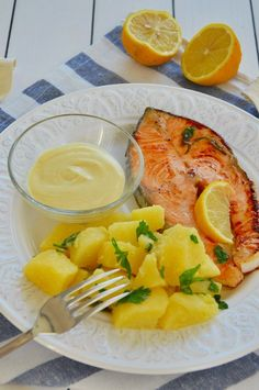 Il salmone fresco non mi piaceva in passato, lo trovavo indigesto e troppo grasso al palato. Pur sapendo che è ricco di omega 3 e omega 6, non riuscivo proprio a digerirlo. Poi un giorno, mentre sfogl