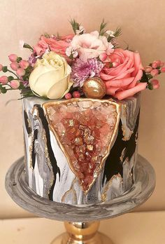Be in trend! Geode Wedding Cakes For Stylish Event ★ geode wedding cakes small geode cake felicidabakery Beautiful Birthday Cakes, Beautiful Cakes, Amazing Cakes, Pretty Cakes, Cute Cakes, Crystal Cake, Geode Cake, Traditional Wedding Cakes, Salty Cake