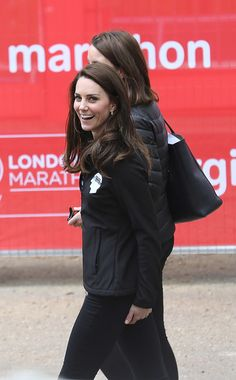 Kate Middleton Photos Photos - Catherine, Duchess of Cambridge walking between engagements on the Mall at the Virgin London Marathon on April 23, 2017 in London, England. - Virgin Money London Marathon 2017
