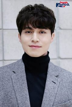 Synopsis Kdrama Touch Your Heart Korean Male Actors, Asian Actors, Korean Men, Lee Dong Wook Goblin, Lee Dong Wok, Goblin Korean Drama, Guan Lin, Korean People, Kdrama Actors
