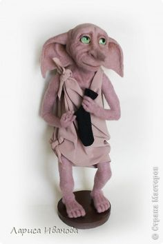Dobbi made by an Russian artist.he's so cute I wanna kiss him! Harry Potter Toys, Dobby Harry Potter, Harry Potter Theme, Harry Potter Fandom, Harry Potter Characters, Elf Face, Sewing Dolls, Felt Art, Antique Toys