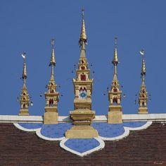 2013 Photograph, Wat Montien Phra Ubosot Roof Apex, Tambon Sri Phum, Mueang Chiang Mai District, Chiang Mai Province, Thailand, © 2013.  ภาพถ่าย ๒๕๕๖ วัดมณ้ฑียร เอเพ็กซ์หลังคา พระอุโบสถ ตำบลศรีภูมิ เมืองเชียงใหม่ จังหวัดเชียงใหม่ ประเทศไทย