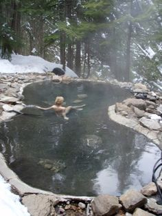 Zwembaden in de winter en sneeuw - Winter and snow swimmingpools Saunas, Places To Travel, Places To See, Beyond The Sea, Hot Springs, The Great Outdoors, Beautiful Places, Scenery, Around The Worlds