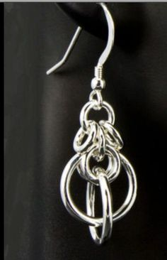 Cool chainmail earrings For fans of long earrings hook 2 together with a small ring. I dont make chainmaille but I could do this one ♥Inspiration - Chain Maille Orbit dangles by Sprinksrings on EtsyChain mail earrings - Maybe add a interesting bead to t Beaded Earrings, Beaded Jewelry, Handmade Jewelry, Wire Wrapped Jewelry, Metal Jewelry, Jump Ring Jewelry, Ideas Joyería, Do It Yourself Jewelry, Bijoux Diy