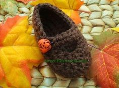 Time for a trip to the Pumpkin Patch with these handmade crochet Baby Mary Janes Shoes.  They go with any Autumn outfit!    Please stop by my Etsy shop at www.etsy.com/shop/sweetheartsandsoles for more baby and toddler accessories!