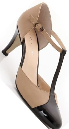 Stylist modest shoe for an interview!  What to Wear to a Job Interview: 7 Tips http://www.boomerinas.com/2014/04/22/what-to-wear-to-a-job-interview-7-tips-for-women-over-40-or-50-or-60/