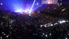 Xylobands USA lighting up a Maroon 5 performance