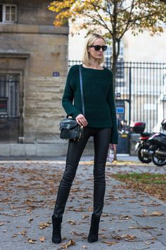 Model Street Style in forest green accents Preppy Sweater, Sweater Outfits, Green Sweater, Skinny Leather Pants, Cool Outfits, Fashion Outfits, Model Street Style, Fashion Marketing, Tumblr